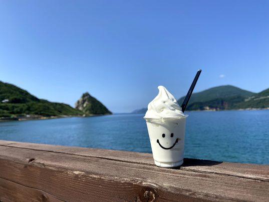 【2021フォトコン】五島の青い海の塩ソフトクリーム (五島 網上郷)@kenbou187031さん