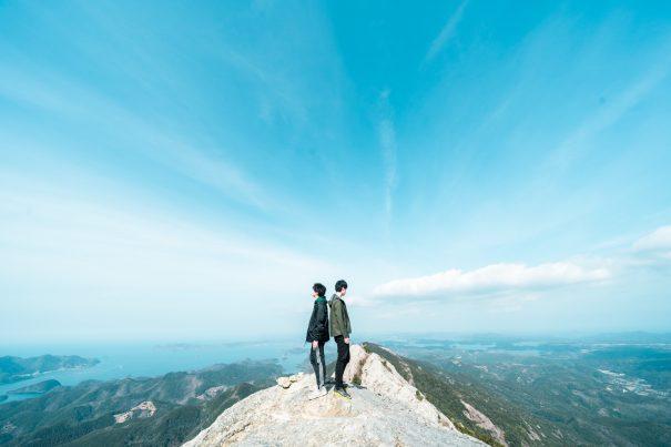 【2021フォトコン】空に一番近い場所で (対馬 白嶽山頂)@しゃかたくさん
