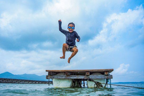 【2021フォトコン】dive! (五島 さんさん富江キャンプ村)@motimax_さん