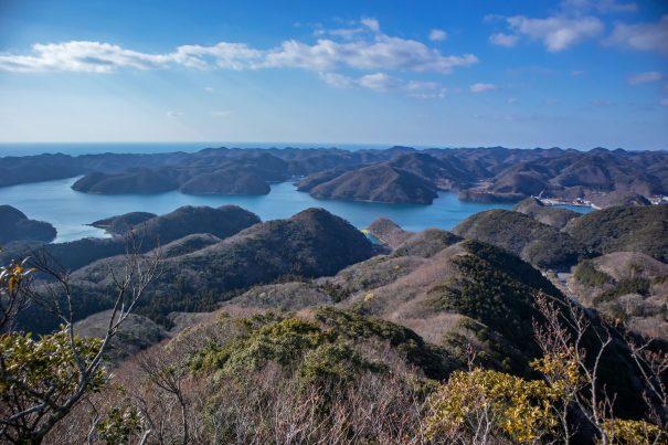 【2021フォトコン】美しいリアス式海岸と水平線 (対馬 烏帽子岳展望台)@masahi.hさん