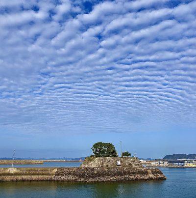 【2021フォトコン】五島に広がるウロコ雲 (五島 常灯鼻近辺)@naka_taka_1004さん