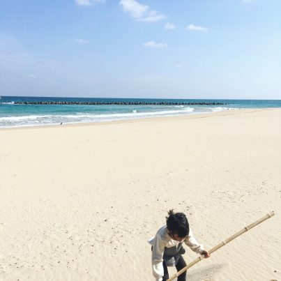 【2021フォトコン】春のビーチをひとりじめ (壱岐 清石浜海水浴場)@yucca1981さん