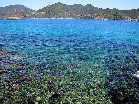 【2021フォトコン】岩礁の海 (五島 矢堅目の塩本舗付近)@kochamarutarouさん