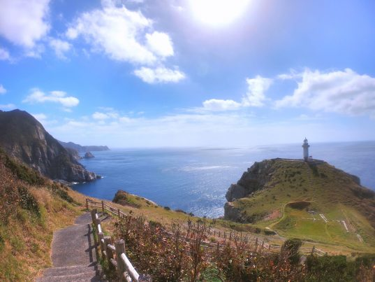【2021フォトコン】海にせりだす絶景灯台 (五島 大瀬崎灯台)@maru_ngk.officialさん